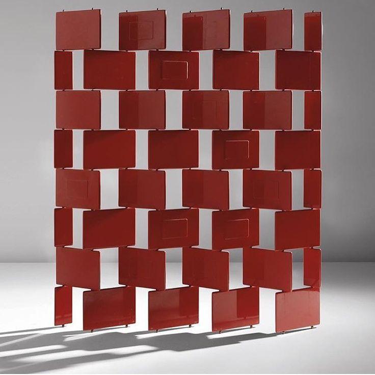 """Фавориты декабря. --- Ширма """"BRICK"""" - от Эйлин Грей в красном лаке. Модернизм 70х годов. """"Мебель для бедных"""" --- #notaboo #notaboo_choice #notaboo_selection #modernism #EilinGray #ЭйлинГрэй #продажидекабря #винтажнаямебель  #ширма #дизайн #предметныйдизайн #проектирование #скетч #винтажныйсвет #детали #декоратор #дизайнинтерьера #антиквариат #interior #nomedecor #decorator"""