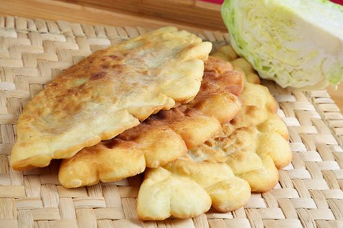 Plăcinte cu varză din aluat de drojdii - Paste făinoase şi produse de patiserie