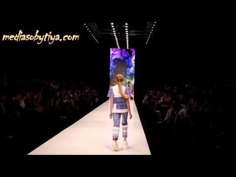 Dasha Gauser на Mercedes Benz Fashion Week Russia осень   зима  2016   2017