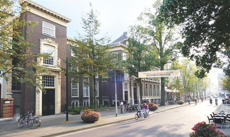 Ruytenburgh - Den Haag, prijs €235.000,- tot € 598.000,-, woonoppervlakte 63 m² tot 192 m². De Herengracht maakt op dit moment een ware revival door. De woonfuncties komen weer terug, de gracht is recentelijk door fraaie bestrating en mooi straatmeubilair in oude glorie hersteld. Mede door de verkeersluwte komen deze historische panden weer volledig tot hun recht. Vanaf de Herengracht gezien vormen de moderne ministeries van het Muzenkwartier een contrasterend decor: eigentijds versus…