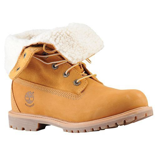 The Timberland Teddy Fleece Fold-Down Boot is the perfect cold-weather boot for your winter collection. Waterproof leather on the upper and a suede shaft for easy roll-down styling. Teddy fleece linin