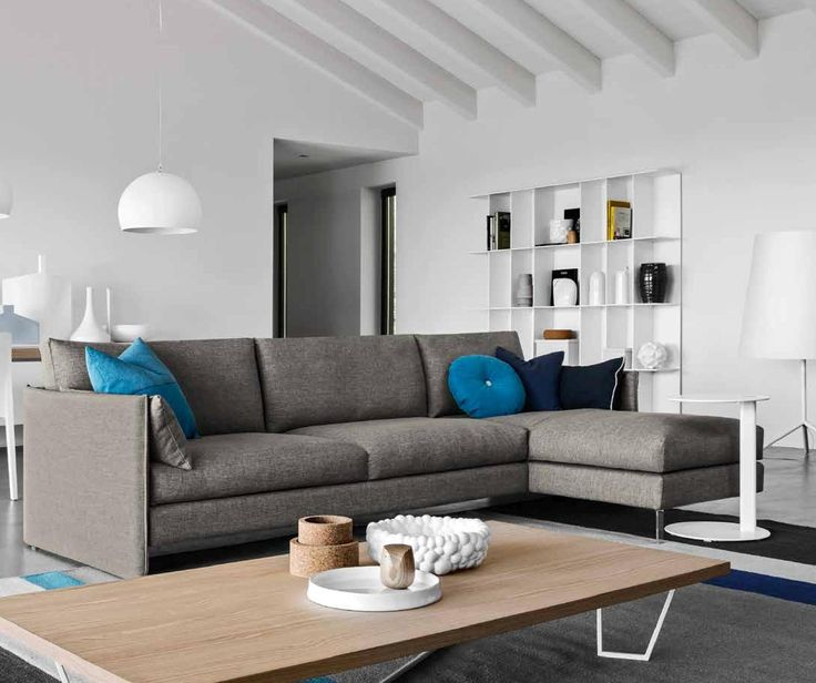 Special design of this URBAN sofa by Calligaris will inspire you. The rectangular cushion that completes and decorates the armrest can also be used as lumbar support cushion. www.livignin.sk