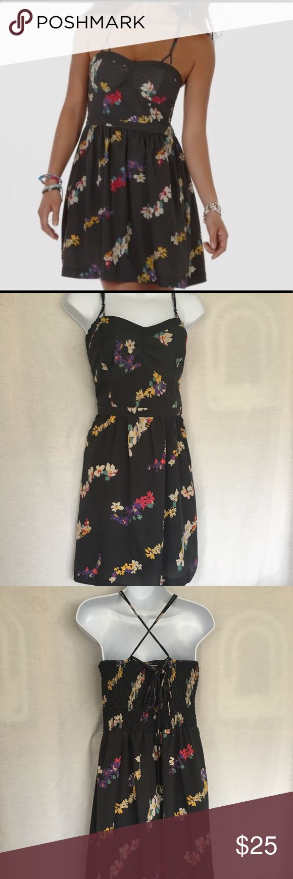 American Eagle Outfitters gray floral dress American Eagle Outfitters gray floral dress with elastic back and pockets American Eagle Outfitters Dresses Strapless #americaneagleoutfitters