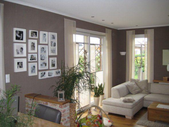 Wohnzimmer 'Wohn- und Esszimmer' mit grauen Wänden.