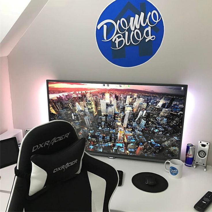 "Bienvenue au #domolab version HD 4k #ambilight  croyez moi on s'habitue très vite au confort de la dalle 43"" 4k en moniteur  #lab #dektop #domoblog #domotique #blog #blogging #code #setup #dreamsetup #workstation #battlestation #workspace #deskspace #desksetup #pc #computer #clean #interiordesign #dreamroom #instagood #goodvibes"