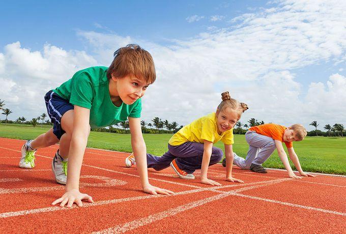 Bir spora katılmak takım olarak veya bireysel olsun fark etmez, her yaştan çocuğa uyum sağlamaları ve yeni beceriler öğrenmeleri konusunda yardımcı olur. Takım sporları başkalarıyla birlikte çalışmak ve işbirliği yapmak için ek bir fırsat sunar. Fakat çocuk sürekli ciddi yaralanmalar geçirdiğinde eğlence birden yok olur.  Birkaç temel kuralı izleyerek, çocuğunuzun yaralanma riskini azaltmaya yardımcı olabilirsiniz.  http://blog.teyzesizsiniz.com/spor-guvenligi-cocuklar/