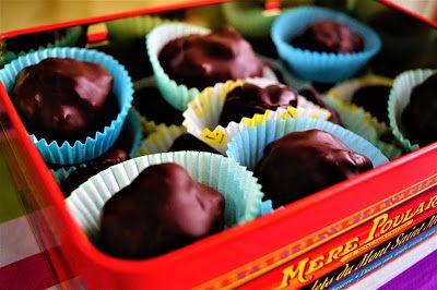 Ricetta cioccolatini!  Ecco la ricetta dei miei cioccolatini al caffè. Per vederla completa andate su http://pimikiallaricettadellaformulaperfetta.blogspot.it/2017/02/cioccolatini-al-caffe.html  Coffee chocolates recipe!