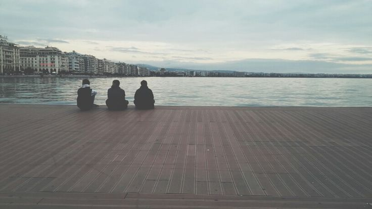 Friends  #Thessaloniki #ridieassapori #christmas2014 #instagreece #ig_greece #visit_thessaloniki #mythessalonikiexperience #vscocam