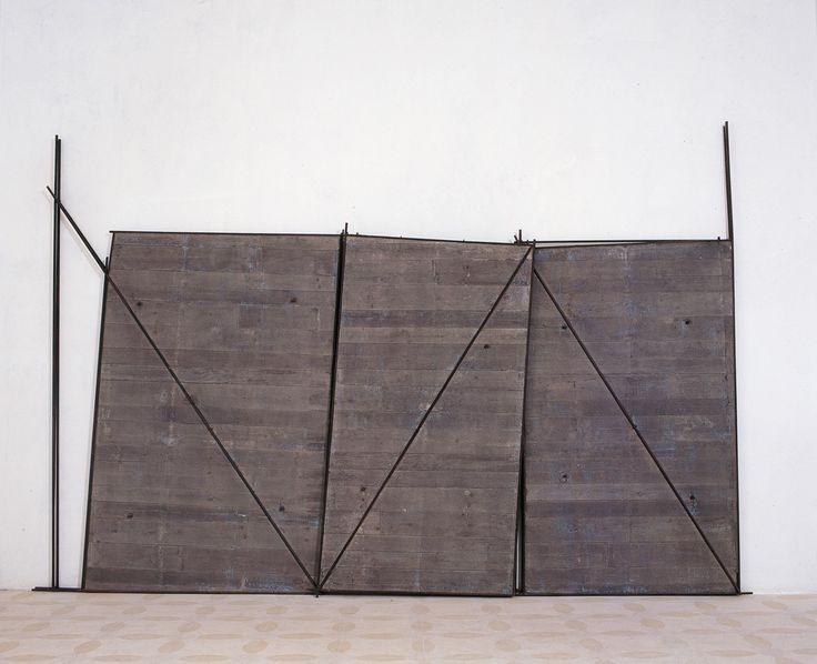 giuseppe uncini 97-002 Spazicemento n. 68, 1997, Cemento e ferro  , 420 × 285 cm