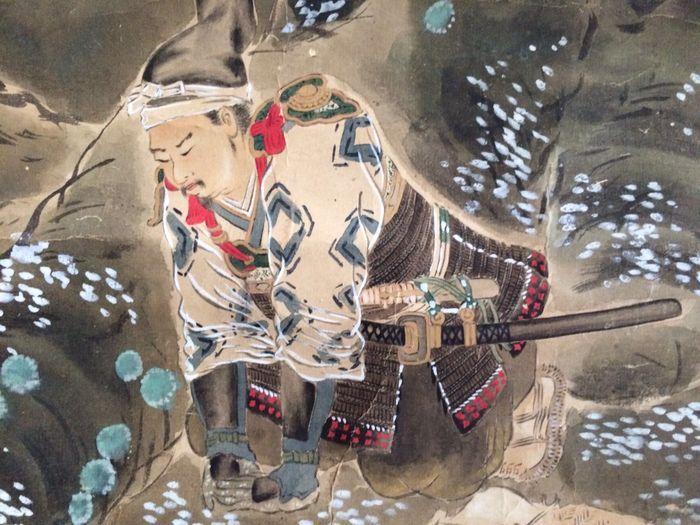 Gedetailleerde opknoping scroll met samoerai Kojima Takanori - Japan - ca. 1870  Indrukwekkend en zeer gedetailleerde handbeschilderd scrollpainting op papier met de beroemde samoerai Kojima Takanori-Japan - ca. 1870.Kojima Takanori was een supporter van keizer Go-Daigo van het zuidelijke Hof tijdens de oorlogen van de periode van de 14e eeuw Nanboku-Papillon en verschijnt in de warrior epos Taiheiki. Hij is gekomen moet worden beschouwd als een model van keizerlijke loyaliteit. Hij zich al…