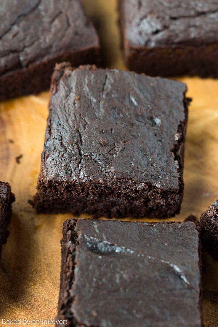 Einfach Vegan Brownies Rezept mit Avocado, Kokosnuss Zucker, Kokosmilch und Kokosöl.