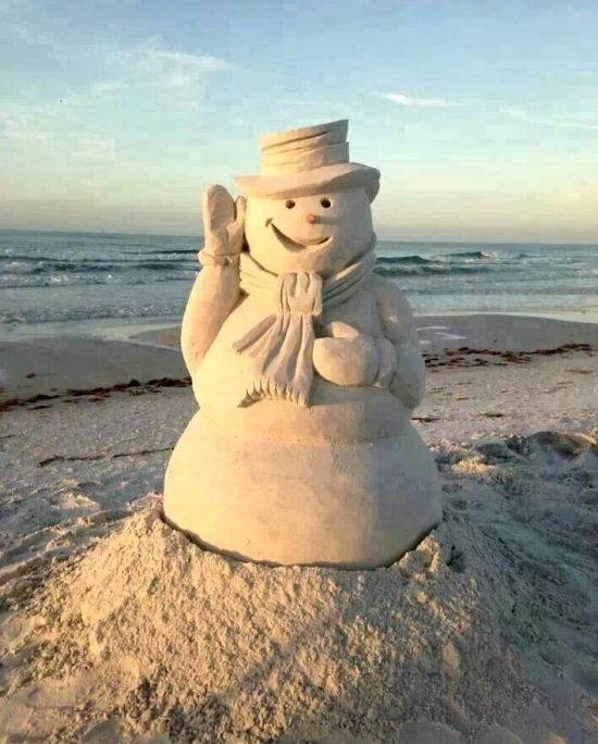 Smiling sandman on the beach. Via Beach Bliss Living: http://beachblissliving.com/amazing-sand-castles-funny-sand-sculptures/