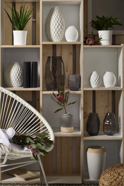 Dekoration mit Vasen #dekowand #regal #pflanzen #vase #pure #naturals #weiß #gemütlichkeit