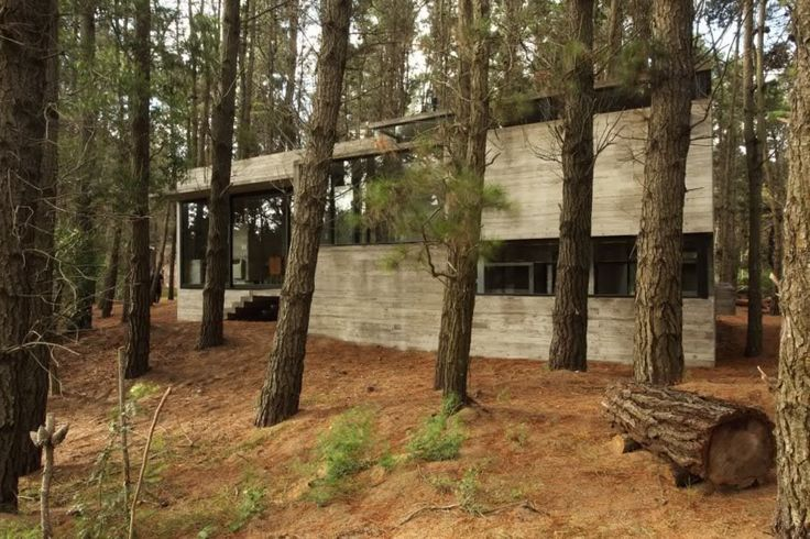 This very modern take on concrete housing is by BAK Architects. Built in the Mar Azul forest inBuenosAires the materials contrast well with the natural wooded environment, yet the yet the design …
