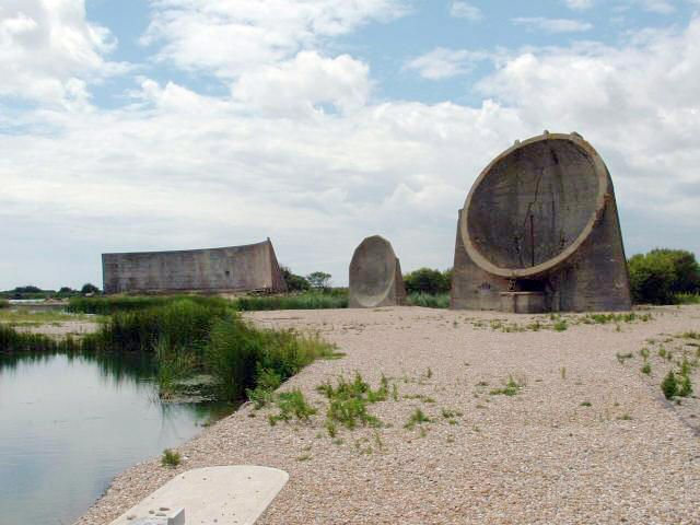 Acoustic mirrors: Structure, Free Encyclopedia, Listening Ears, Acoustic Mirrors, Radar, War, Concrete
