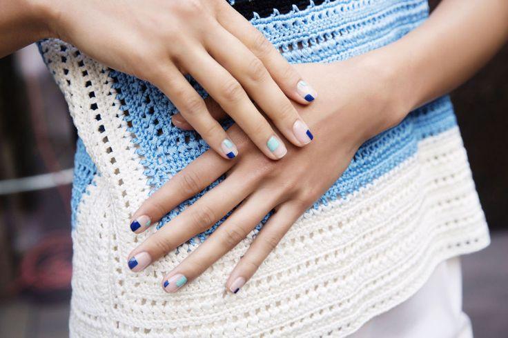 """La manicuristaAlicia Torello creó para Novis este """"nail art atrevido, minimal y cubista""""con las lacas de uñas 'Batignolles' y 'Wherever' deChristian Louboutin."""