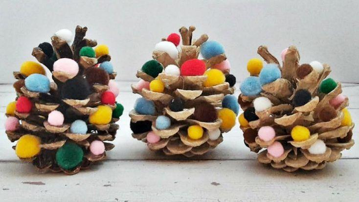 Filléres karácsonyi #dísz: pomponos #toboz #ünnep #karácsony #diy #kreatív #dekoráció
