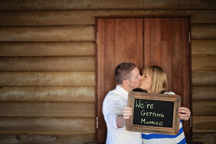 Engagement, kiss, save the date cards Pauline Mandry Photography ©