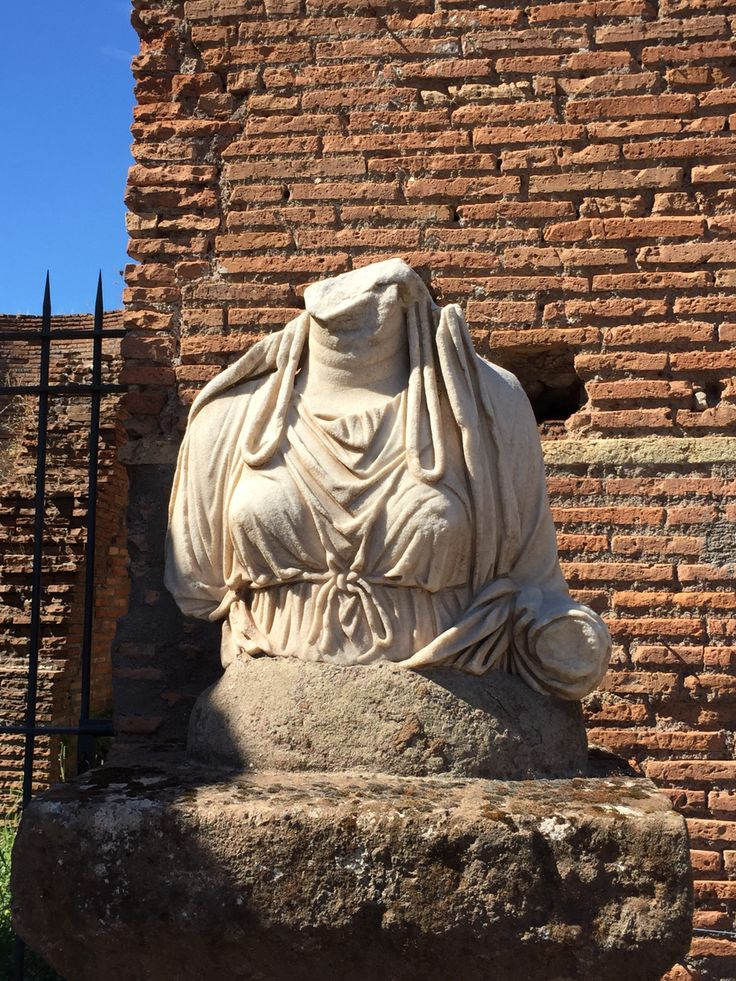 Mysterious woman ,forum Rome