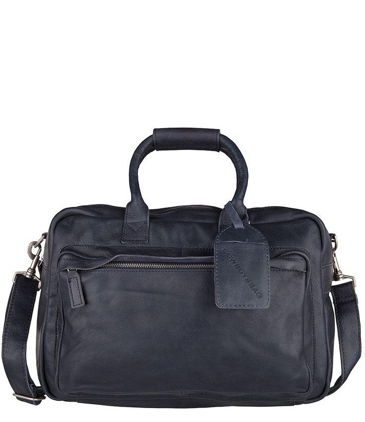 Bag Hudson van Cowboysbag is een stoere lederen tas. De tas is voor meerdere gelegenheden te gebruiken zoals kantoor, school of voor dagelijks gebruik. (€139,95)