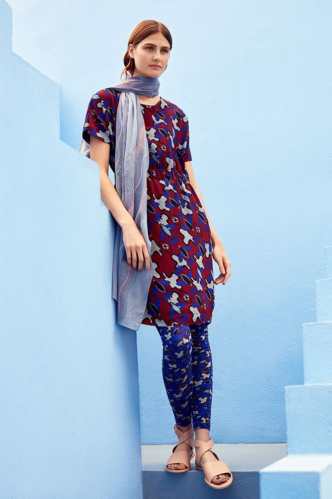 Campaign High Summer | Photography | Matching Print | Dress | Red | Leggings | Blue | Scarf | Grey | Inspired | Vacation
