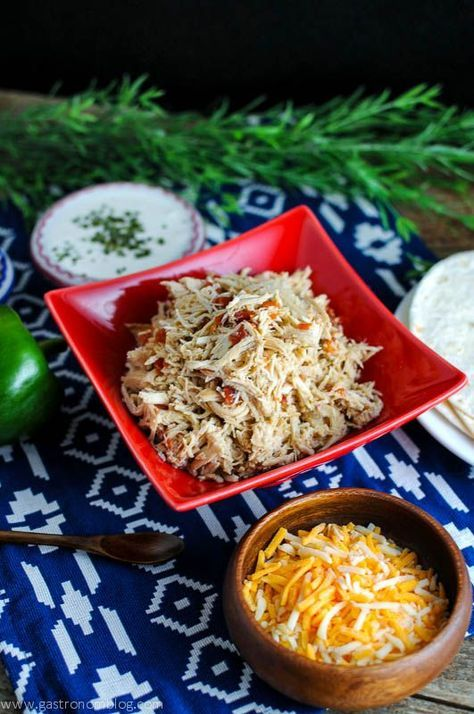 Crockpot Shredded Chicken Tacos Recipe- Gastronomblog meat, slow cooker, mexican, healthy, easy,