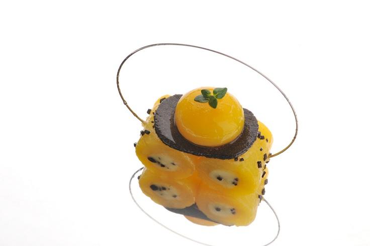 Pommes de terre, truffes noires et oeufs