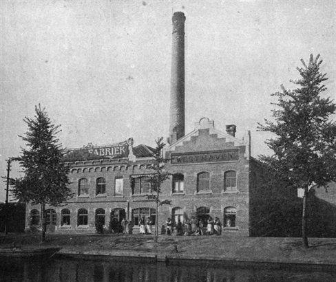 Jutfaseweg 178 Utrecht - vm tegelfabriek Westraven voorheen Gebr. Ravesteyn met tegeltableaus; later o.a. vm L. van den Hoorns Chemisch-Technische industrie en garagepand; bedrijfspand met aansluitend een garage (1904-1921-1981)