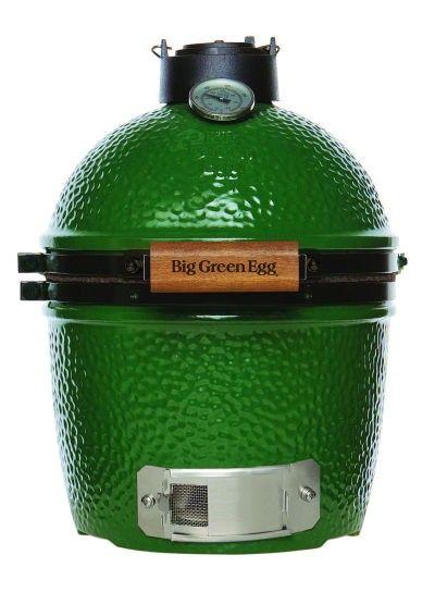Big Green Egg, Mini.   Grillytan är idealisk för grillning/rökning eller stekning för 2-4 personer.   Mini Egget är även idealist för camping eller på utflykten. Du kan också ställa den direkt på trädgårdsbordet med gjutjärnsbenen som tillbehör. Passar även utmärkt till den lilla terassen eller balkongen.   http://www.kitchenlab.se/big-green-egg-mini.html   #biggreenegg #grilla #grill #grillar