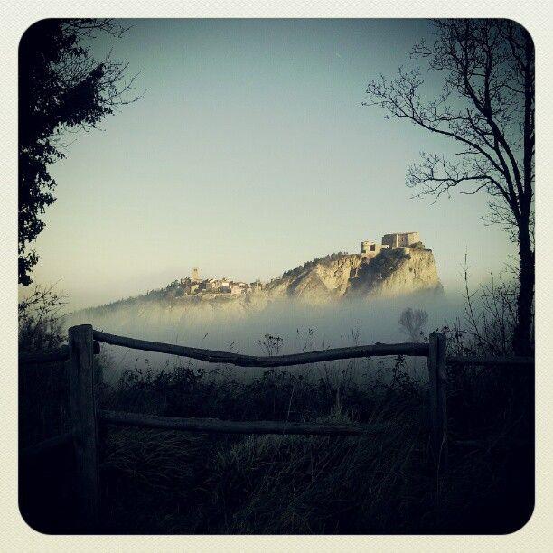 San Leo fuori dalle nubi.. - Instagram by @Valmarecchia