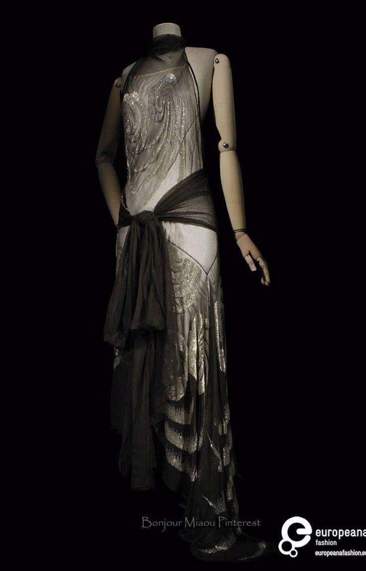 Evening gown, Vionnet, 1929. Black and silver silk chiffon. Les Arts Décoratifs via Europeana Collections