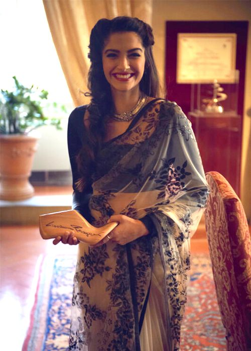 that saree. <3