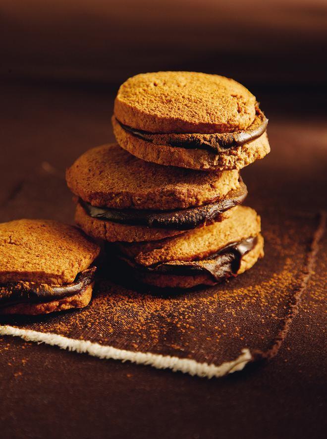Αρωματικά μπισκότα με κρέμα σοκολάτας