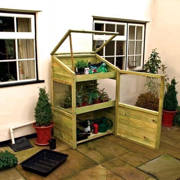 Mini pallet greenhouse