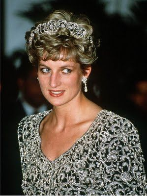 The Spencer Family Tiara Princess Diana wears the Spencer Family Tiara at a banquet given by the President of India, Ramaswamy Venkataraman, during an official visit to the country in 1992.