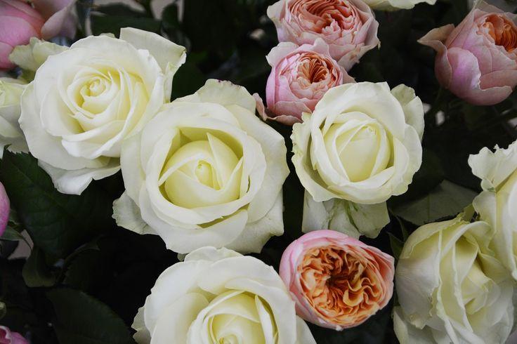 Mazzi di rose nel nostro negozio.