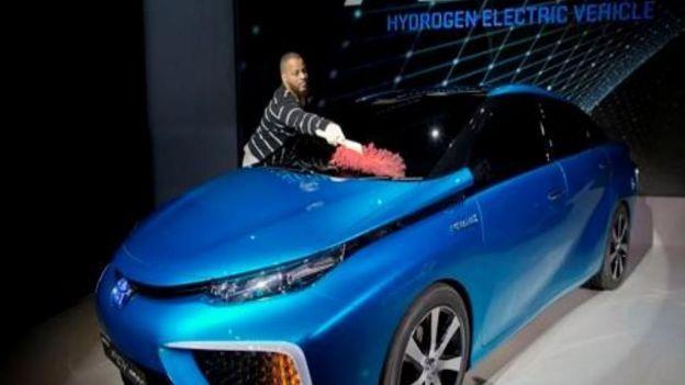 Toyota venderá auto con motor de hidrógeno