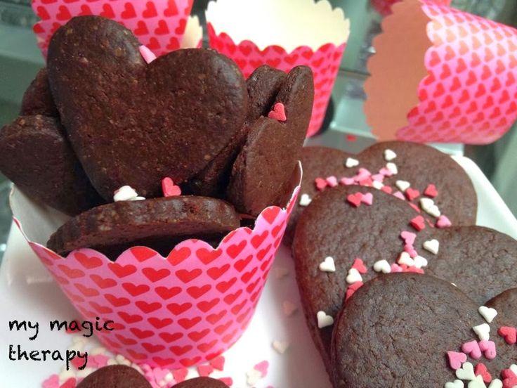 Unas galletas sencillas de preparar y con sabor a auténtico chocolate. Aprovechando que mañana es el día de los enamorados les he da...