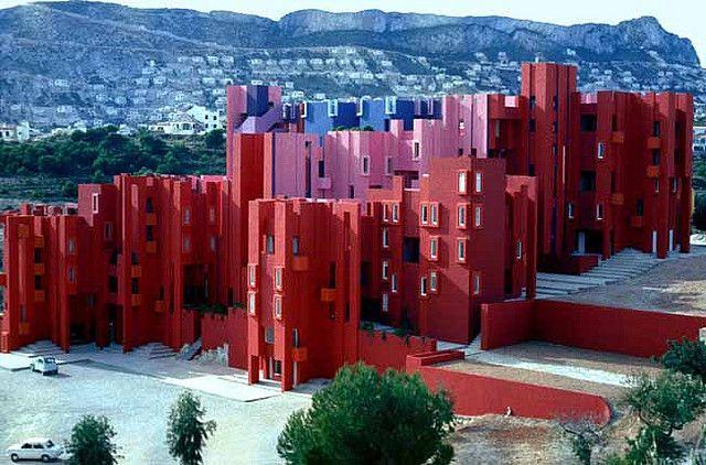 La Muralla Roja / Ricardo Bofill   Usuario de Flickr: rbta2009