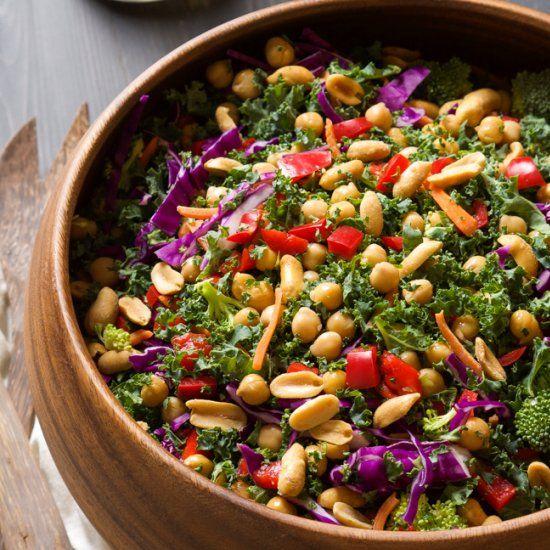 Rainbow power kale salad with peanut dijon dressing - Cocinar col kale ...