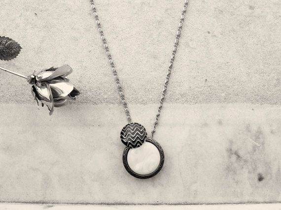 Collana lunga con due bottoni d'epoca anni '50 di TartinaTwist
