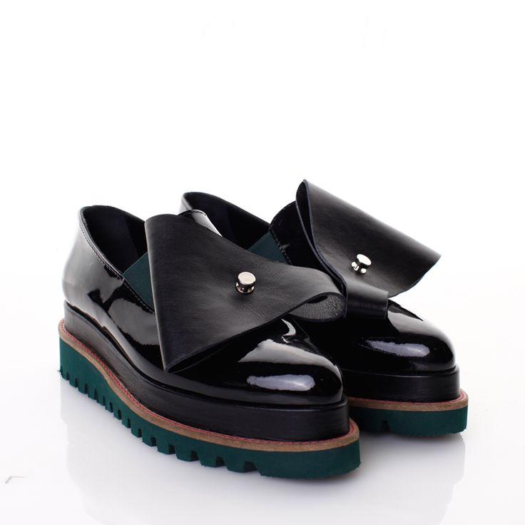 Pantofi piele lacuita neagra