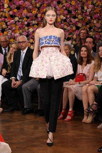 Lovely ~ Dior Haute Couture ~ Bringing the Flora inside us ( like @KOKET Love Happens - http://bykoket.com )Rave, Christian Dior, Fashion Accessories, Raf Simon, Winter Hair, Lace Dresses, Couture Fashion, Black Wool, Haute Couture