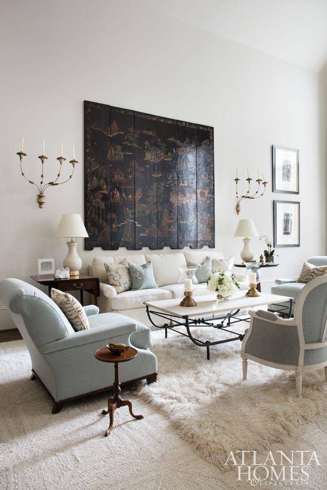 Drewniana dekoracja ściany. Znudziły Was się tradycyjne obrazy, zdjęcia w ramach i inne dekoracje, które są właściwie wszędzie? Poszukujecie czegoś, co sprawi, że Was salon nabierze niepowtarzalnego charakteru? Warto wypróbować ścianę zagospodarować przy pomocy drewna. Te o ciemnej, głębokiej barwie, wyglądające na stare i zniszczone nie będzie potrzebowało innych zdobień, by być świetnym uzupełnieniem wnętrza. #salon #wnętrze #wyposażenie #dekoracja ##drewniane
