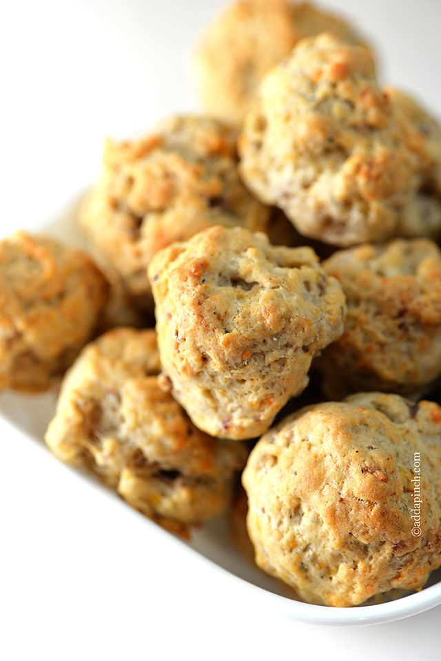 i've never had a sausage ball, but i think i need one. ::: Sausage Balls Recipe from addapinch.com