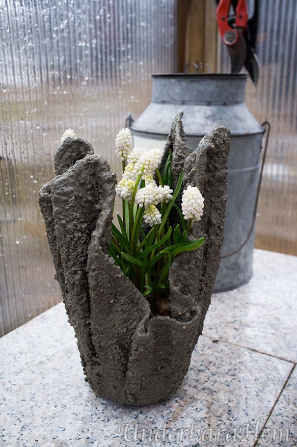 Small-towel pot-in-concrete