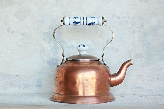 Hervidor de cobre antiguo vintage, granja, cocina rústica decoración