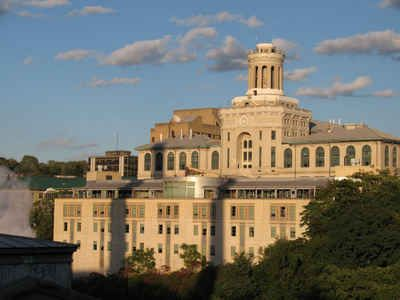 Pennsylvania Private Colleges and Universities: Carnegie Mellon University - Hamerschlag Hall