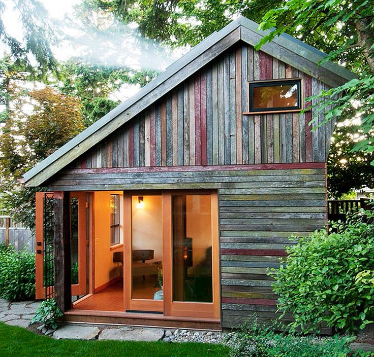 A 154 square feet backyard house that houses guest and a space for hanging out. Built using old barn wood.