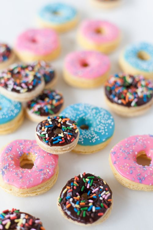 Donut macarons (and, yes, they're gluten-free)